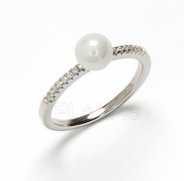 Alliance silver rhodium, zircons and pearl shell.