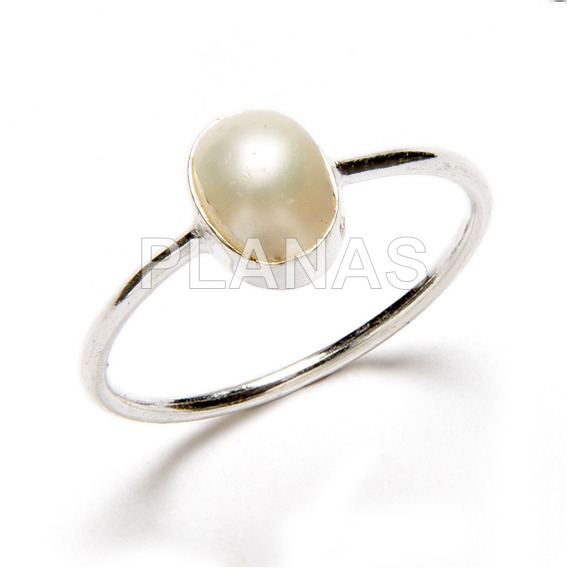 Ring in sterling silver and natural pearl.