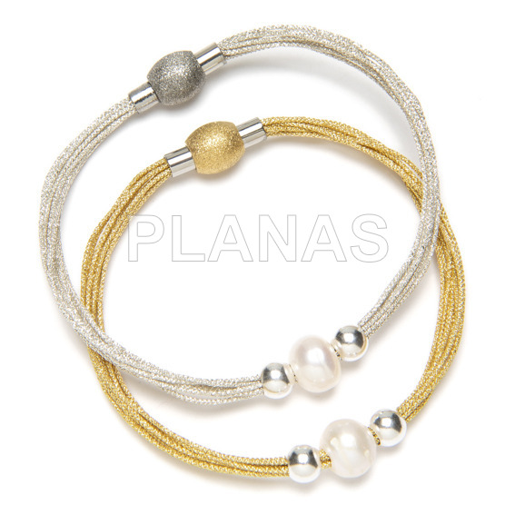 10 metallic wire bracelet with stainless steel clasp, silver balls and cultured pearl.