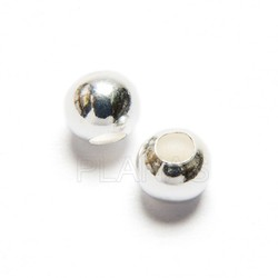 Silver 4mm ball.