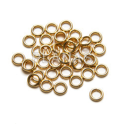 Rings in stainless steel and gold bath. 4x0,7mm. bags of 500 units.