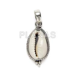 Mini pendant in sterling silver, shell.