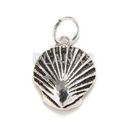 Mini pendant in sterling silver concha.